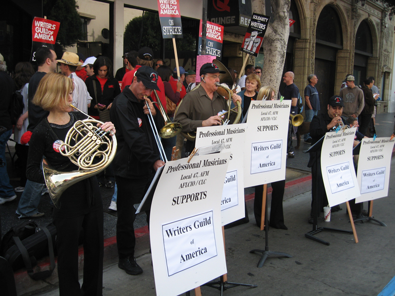 WGA strike, Hollywood, Nov. 20, 2007 (Overture archives/Kori Chappell)